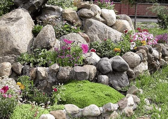 jardin con piedras grandes