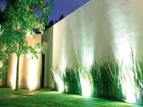 iluminación muros del jardín