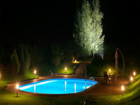 iluminación piscina jardín