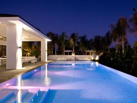 piscinas iluminadas