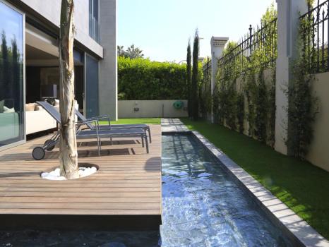 jardines con piscina bonitas